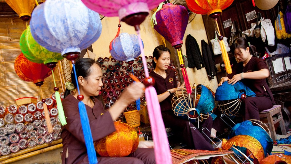 Hoian Lantern making tour