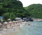 Cat Co beach in Cat Ba